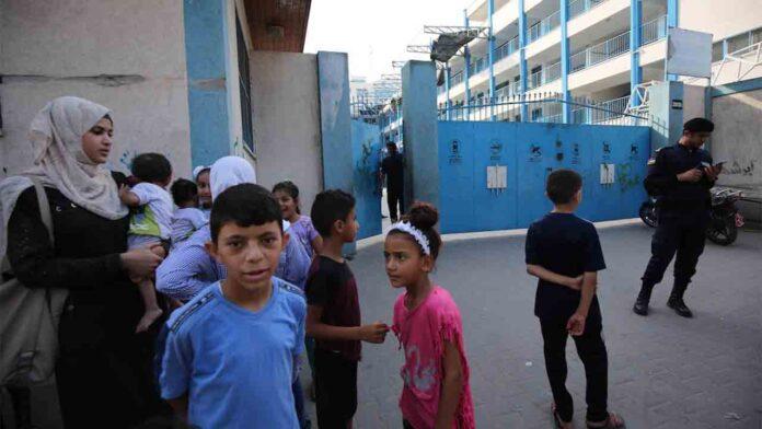 Israel ataca una escuela en el campo de refugiados de Gaza