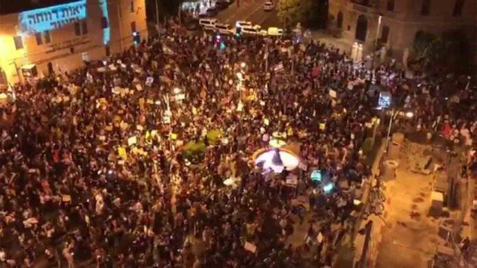 Miles de manifestantes protestan contra la corrupción de Netanyahu