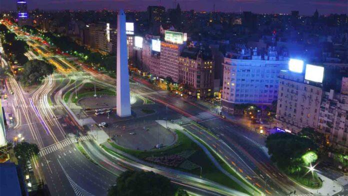Sigue la guerra contra Uber en Argentina: Los taxistas porteños no se rinden