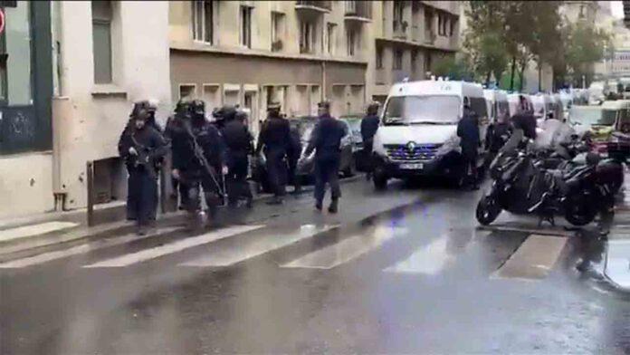 Ataque con cuchillo frente a la antigua oficina de Charlie Hebdo en París