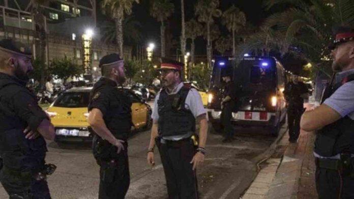 Detenidos los asaltantes a un turista en un taxi en el Puerto Olímpico de Barcelona en el mes de agosto