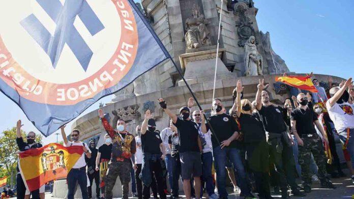 Barcelona denuncia ante la fiscalía la simbología franquista del 12 de octubre