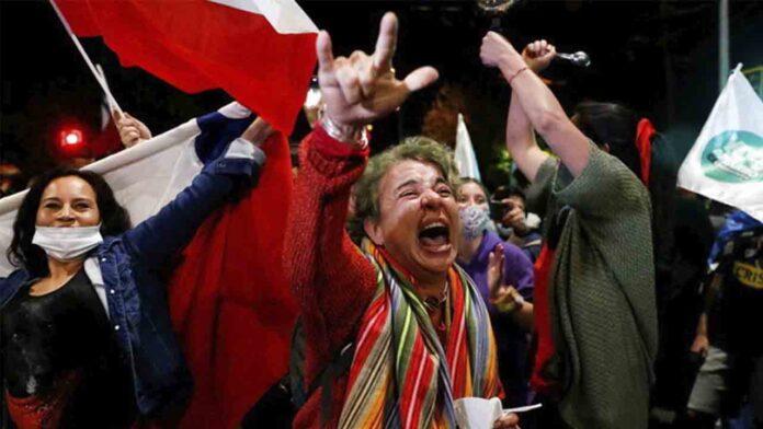 Chile aprueba con el 80% de los votos el cambio de la Constitución de Pinochet