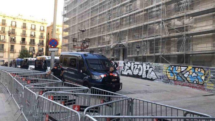 La policía blinda Barcelona por la llegada de Felipe VI y Sánchez