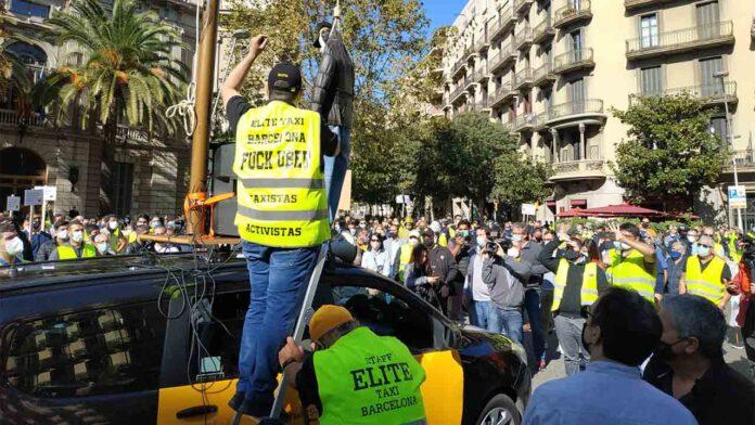 La Generalitat se reunirá con los taxistas para abordar las demandas del sector