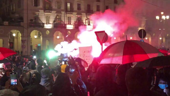Las calles de Italia estallan contra el toque de queda y las restricciones anticovid