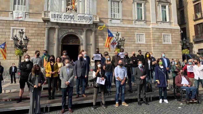 Protesta del independentismo en la Generalitat contra las detenciones de la Guardia Civil