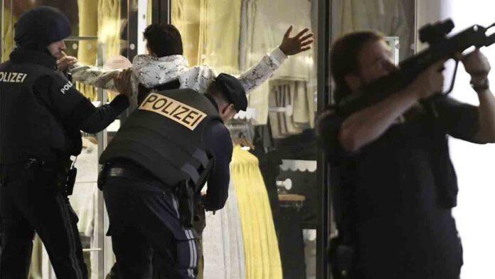 4 muertos y al menos 15 de heridos en varios ataques en el centro de Viena
