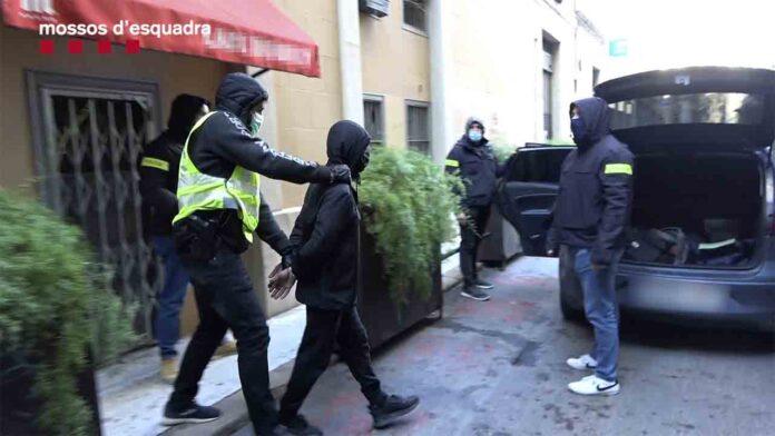 Detenido un hombre en Barcelona por enaltecer la muerte del profesor de París e incitar a cometer más ataques