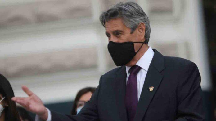El Congreso peruano elige a un legislador centrista como nuevo líder