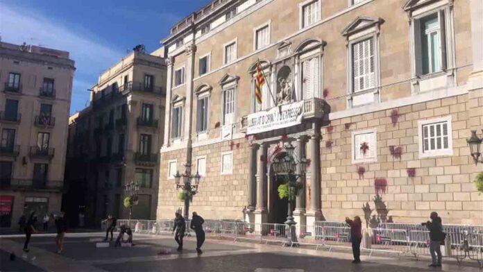 Interior aumenta la protección a los edificios tras el ataque a la fachada de la Generalitat