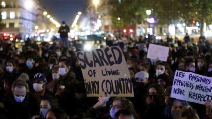 Investigan a la policía por la violencia en el campamento de migrantes de París