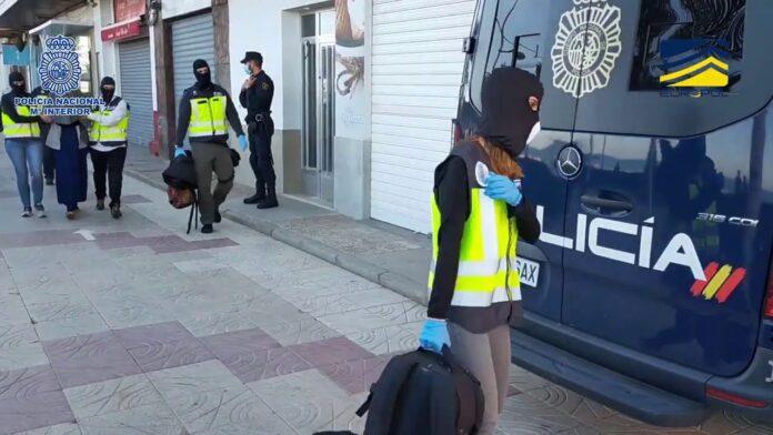 Detenida en Valencia una española que planeaba viajar a Siria para unirse a DAESH