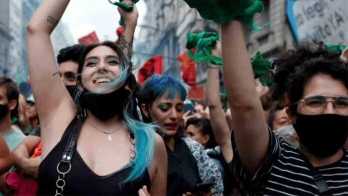 Argentina legaliza el aborto hasta 14 semanas de embarazo