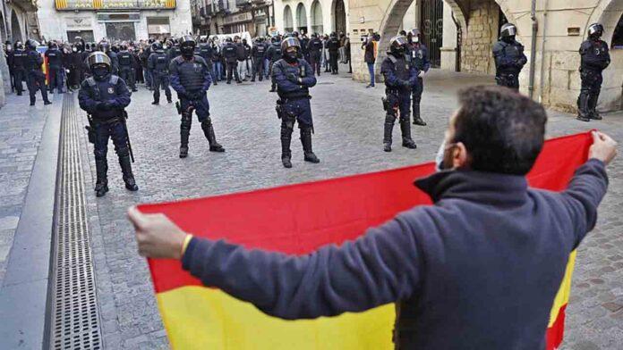 Fracaso rotundo de Vox en Girona para celebrar la constitución: 20 personas