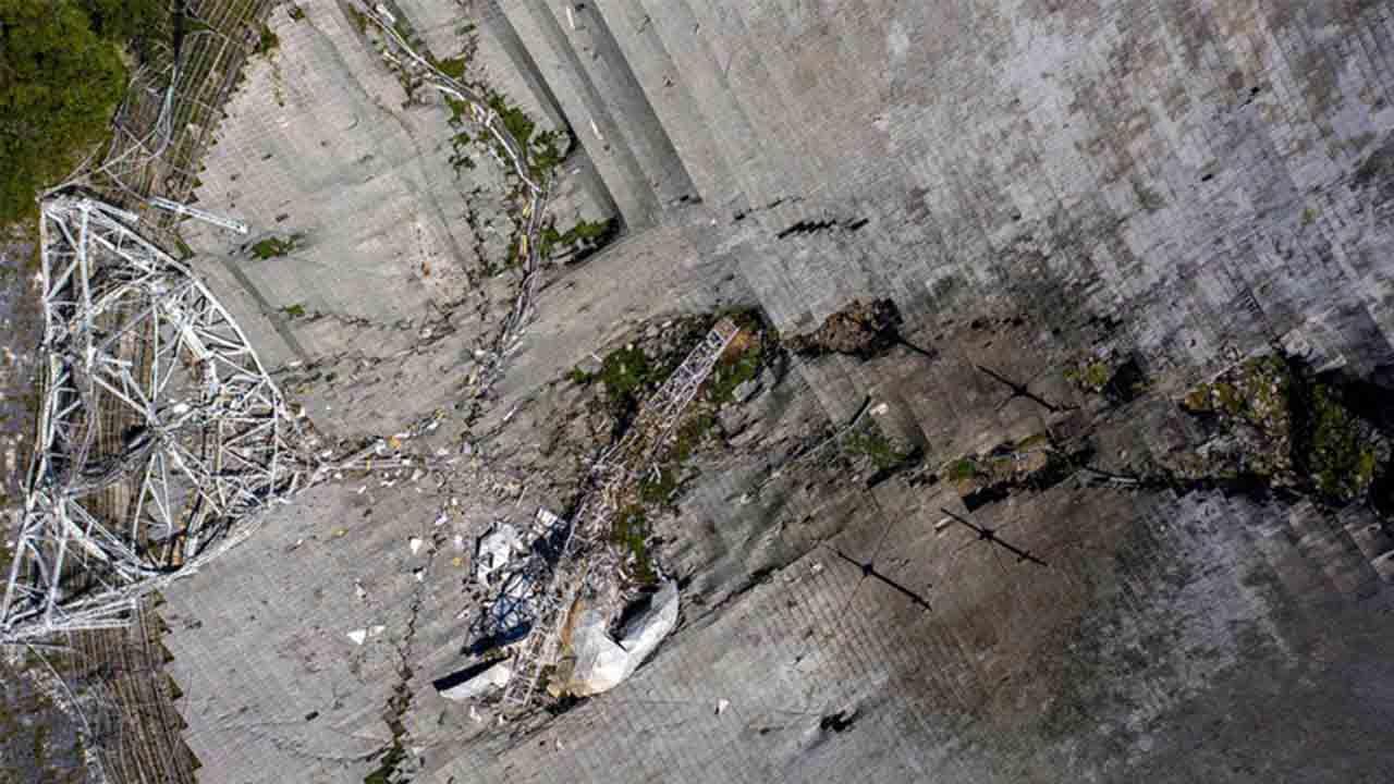 Imágenes desgarradoras documentan el colapso del telescopio de Arecibo