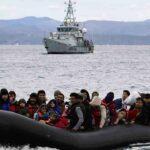 Grecia deja a varios migrantes abandonados en el mar