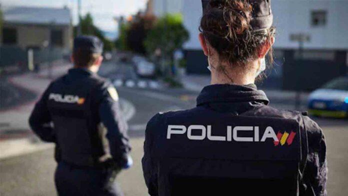 La policía detiene a una mujer por vender certificados falsos de PCR