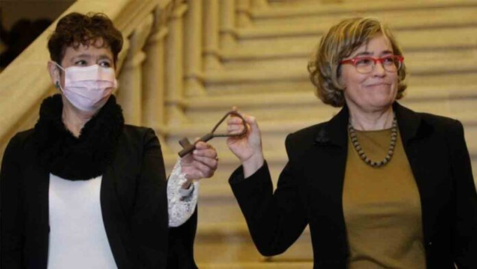 Los Franco entregan las llaves del Pazo de Meirás al Estado por orden judicial