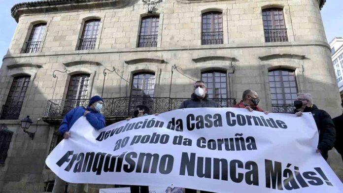 Manifestación para condenar la usurpación por los Franco de la Casa Cornide
