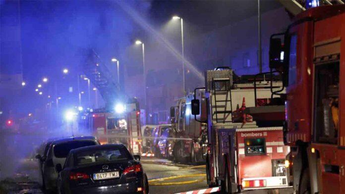 Una nave ocupada en Badalona deja al menos 2 muertos y veinte heridos
