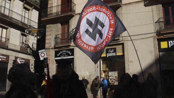 Vox sólo reúne a doscientas personas en Barcelona para celebrar la constitución