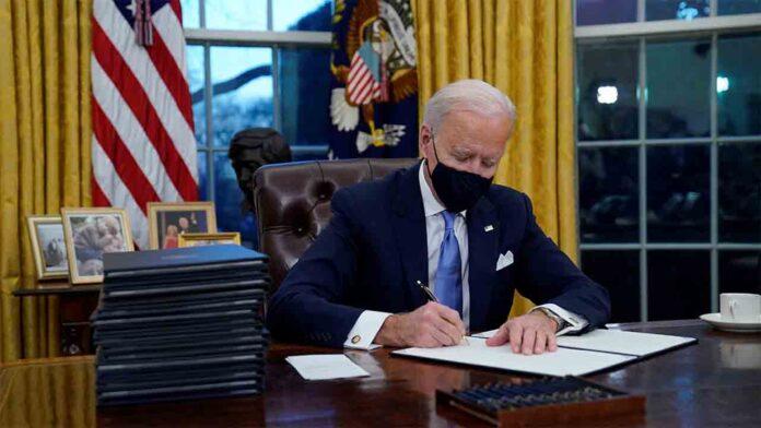 Biden marca el inicio como presidente con varias órdenes ejecutivas