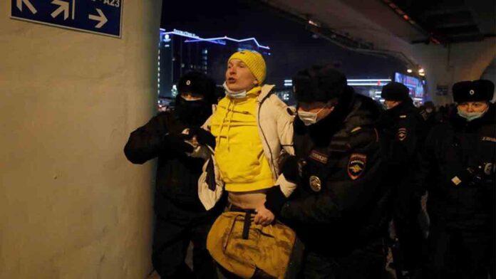 Detenido el opositor ruso Alexei Navalni en el aeropuerto de Moscú