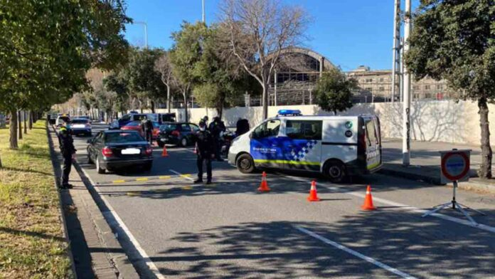 Detenidos con una pistola en un control de la Guardia Urbana en Barcelona