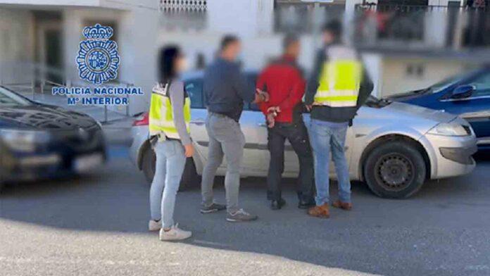 Detenidos tres vigilantes de seguridad por asalto a viviendas en Estepona