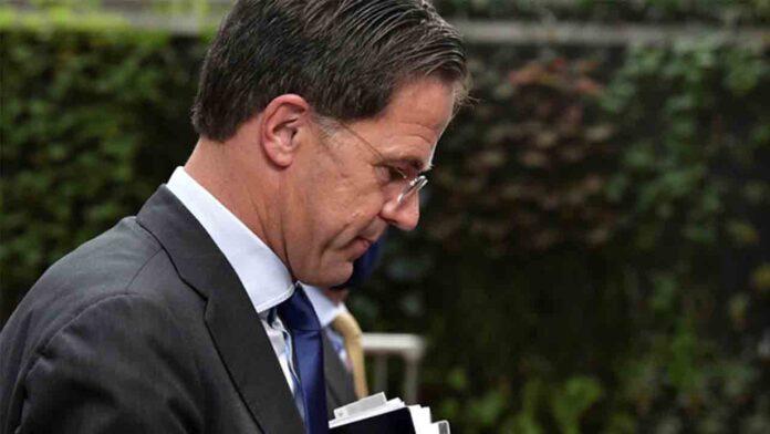 Dimite todo el gobierno holandés por un escándalo en las ayudas sociales