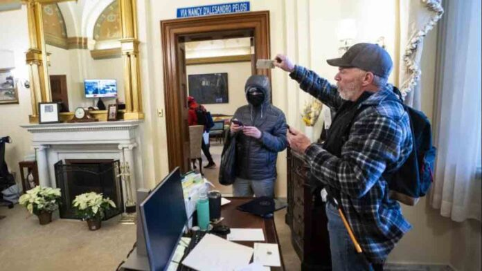 El FBI dice que advirtió sobre la posibilidad del ataque al Capitolio