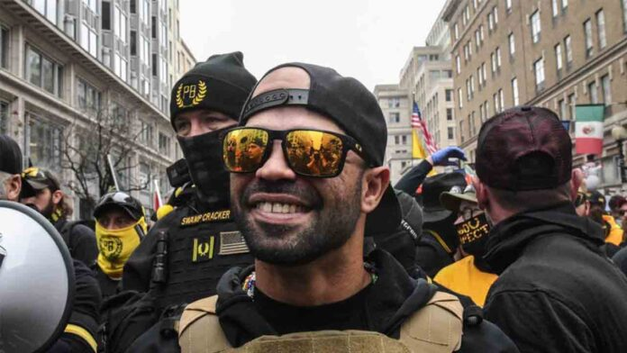 El líder de la milicia ultra Proud Boys habría sido confidente del FBI