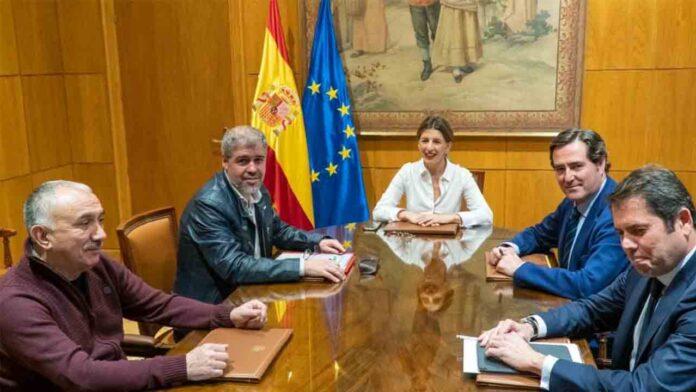Hoy se inicia la negociación para la prórroga de los ERTE