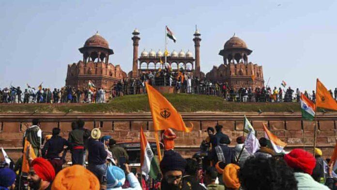 Los agricultores de india asaltan el Fuerte Rojo de Delhi