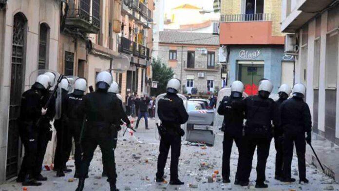 13 detenidos y 20 heridos en los disturbios de Linares (Jaén)