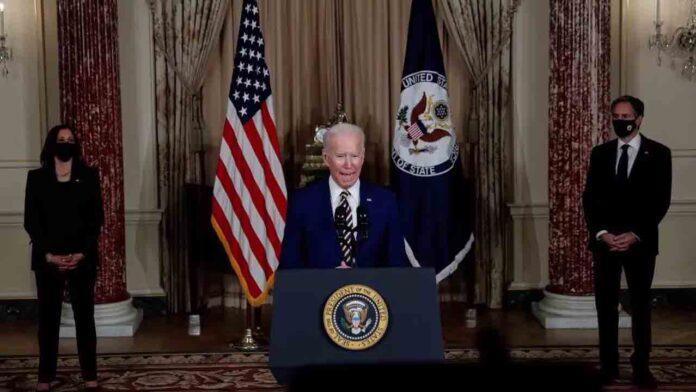 Biden dice que Trump no debería seguir recibiendo informes de inteligencia