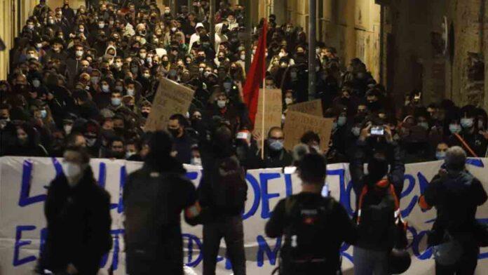 Cargas de los Mossos y detenidos en Terrassa en una protesta pro-Hasél