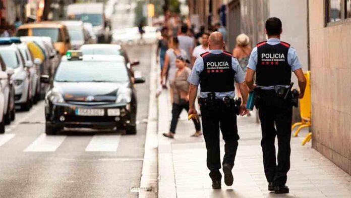 Detenido un hombre en Barcelona por golpear con un palo a un sin techo