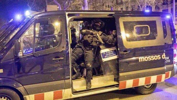 El Mayor Trapero sale de ronda dentro de la furgoneta antidisturbios