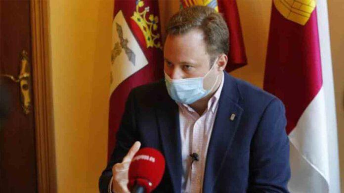 El alcalde de CS en Albacete ocultó ser accionista para contratar con su empresa