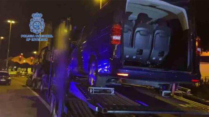 Interceptan un trailer en La Junquera con 3 furgonetas robadas y 162 kilos de cogollos