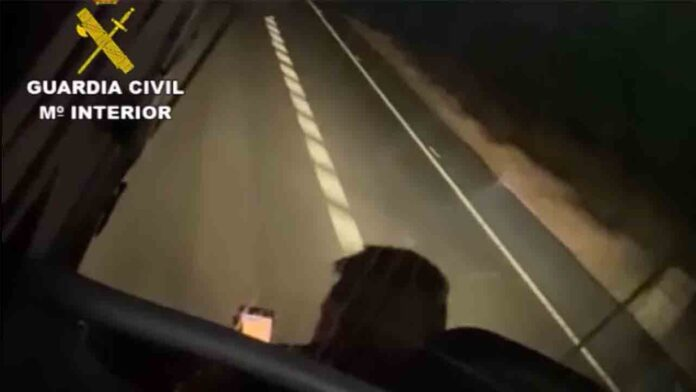 Investigado el conductor de un autobús que recorrió 33 Km usando el móvil