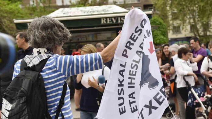 Marlaska quiere reformar la ley para sancionar el recibimiento a los presos vascos
