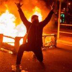 Noche de protestas y disturbios en Barcelona por la libertad de Pablo Hasel