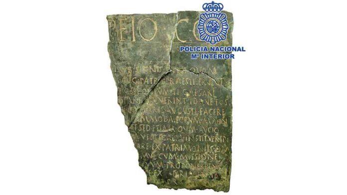 Recuperado en Madrid un documento jurídico de bronce con más de 2.000 años de antigüedad