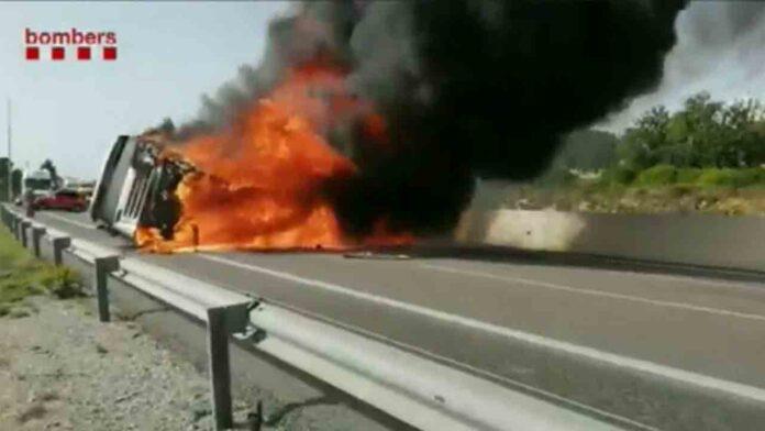 Se incendia un trailer en la N-340 a la altura de Tarragona