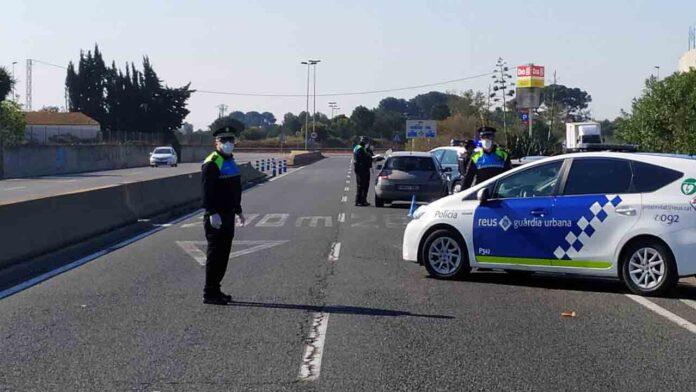 Un conductor bebido intenta quitar el arma a un policía