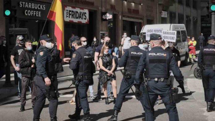 Un detenido de la CGT en la manifestación por la sanidad en Madrid tras un enfrentamiento con un grupo neonazi