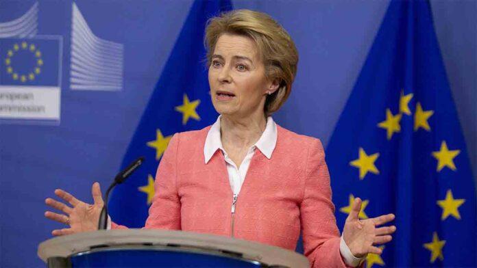 Ursula von der Leyen acusa al Reino Unido de comprometer la seguridad de las vacunas